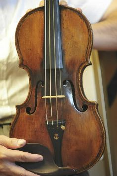Violin - Giovanni Paolo Maggini, 1620   In the collection of instruments of the Peabody Conservatory of Music, Baltimore MD US