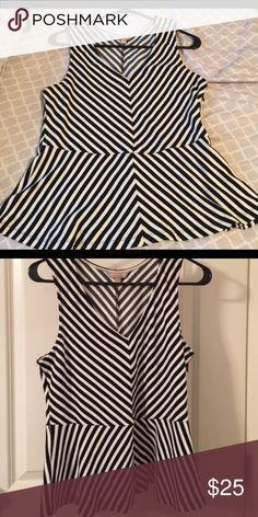 🎉BANANA REPUBLIC💥😳Peplum Top 🌈💌 -Get it now 💕❤️very cute Black and White striped -  . EUC Banana Republic Tops