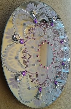 Clock Painting, Dot Art Painting, Diy Crafts For Home Decor, Diy Arts And Crafts, Old Cd Crafts, Clay Crafts, Thali Decoration Ideas, Beaded Mirror, Christmas Candle Decorations