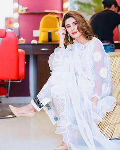 Stylish Girls Photos, Stylish Girl Pic, Girl Photos, Girly Pictures, Cute Girl Photo, Pakistani Actress, Cute Beauty, Black White Fashion, Girls Dpz
