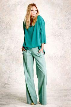 pantalona + blusa (bata?) larga e meio embutida