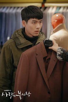 crash landing on you - hạ cánh nơi anh 2020 -son ye jin & hyun bin Hyun Bin, Hyde Jekyll Me, Top Comedies, Netflix, Jung Hyun, Gender Swap, Kim Sun, Kdrama Actors, Drama Korea
