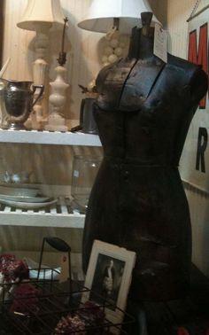 dress form Image by lb, Wertz Brothers Antique Market, for linenandlavender.net