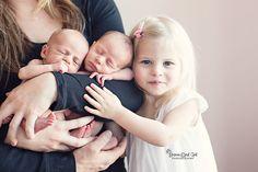 Ideas Photography Newborn Twins Sibling Photos For 2019 Newborn Twin Photos, Newborn Sibling, Foto Newborn, Sibling Photos, Newborn Poses, Newborn Pictures, Newborn Session, Newborns, Newborn Twin Photography