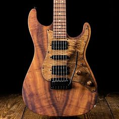 This @suhrcustom Standard is sporting a jaw dropping combination of woods – a…