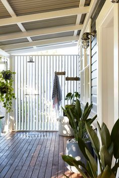 Outdoor shower in tropical holiday home. 'Contemporary luxe boho' holiday house by The Designory Outdoor Rooms, Outdoor Living, Outdoor Kitchens, Outdoor Pool Shower, Byron Bay Accommodation, Beach Shack, Beach Cottages, Beach Houses, Coastal Homes