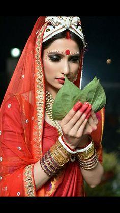Bengali Bride Bengali Bridal Makeup, Bengali Wedding, Bengali Bride, India Wedding, Bridal Makeup Looks, Desi Wedding, Wedding Hair And Makeup, Wedding Looks, Bridal Looks