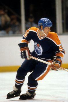 Edmonton Oilers, Vancouver Canucks, Hockey Teams, Ice Hockey, Wayne Gretzky, Funny Memes Images, Nhl Players, National Hockey League, Sports Stars