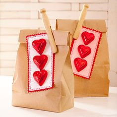 Sweet, super easy to make Valentine's Day pack lunch surprises. #lunch #gifts #chocolate #Valentines #packing #wrapping #hearts #food