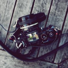 Vintage Cameras Our black handmade leather camera neck strap and Nikon Nikon Digital Camera, Camera Rig, Camera Nikon, Camera Gear, Film Camera, Camera Wrist Strap, Stylish Camera Bags, Nikon Df, Places