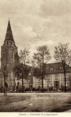 Gezicht op de St.-Ludgeruskerk aan de Amsterdamsestraatweg te Zuilen.1920-1928