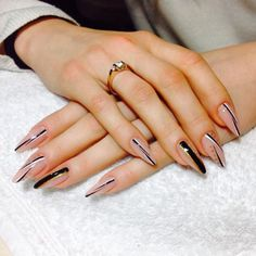 Installation of acrylic or gel nails - My Nails Fancy Nails, Cute Nails, My Nails, Almond Acrylic Nails, Best Acrylic Nails, Stylish Nails, Trendy Nails, Elegant Nail Art, Stiletto Nails