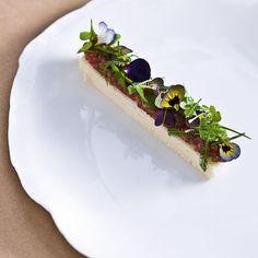 #beef #tartare #brioche #flowers #herbs  #chef #chefstalk #expertfoods #gastroart #theartofplating #food #chefslife #chefsofinstagram #foodgasm #foodporn #foodpic #foodie #Artofplating by nivenkunz