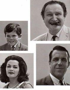 Al Lewis (Grandpa), Fred Gwynne (Herman), Yvonne De Carlo (Lily) and Butch Patrick (Eddie) in 'The Munsters' The Munsters, Munsters Tv Show, Munsters House, Classic Tv, Classic Movies, Old Tv Shows, Movies And Tv Shows, Mejores Series Tv, Yvonne De Carlo