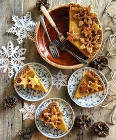 Winter Spice Pumpkin Pie | The Lemon Apron #pumpkinpie #pie