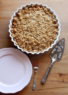 Crumble de maça (com aveia e amêndoa) | A Cozinha da Ovelha Negra Sweet Recipes, Cake Recipes, Dessert Recipes, Desserts, Healthy Deserts, Healthy Cake, Bolo Vegan, I Love Food, Food Inspiration