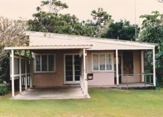 Mapping/information system for Sunshine Coast Places of heritage significance, Moffat Beach Beach Cottage Style, Beach Cottage Decor, Retro Beach House, Moffat Beach, Shack House, Cottage Porch, River Cottage, Hawaii Homes, Beach Homes
