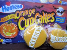 The 13 Best Halloween-Themed Food Products Hostess Snacks, Hostess Cakes, Halloween Themed Food, Halloween Treats, Halloween Parties, Pink Candy Buffet, Orange Cupcakes, Best Candy, Food Themes
