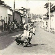 Piaggio Scooter, Mod Scooter, Vespa Lambretta, Vespa Scooters, Vintage Images, Vintage Art, Classic Vespa, Italian Lifestyle, Vintage Motorcycles