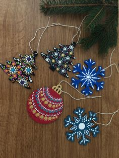 Dot Painted Ornaments Gift Bag Tags Lot of 5 3 Wood Diy Christmas Gifts, Christmas Art, Handmade Christmas, Holiday Crafts, Painted Christmas Ornaments, Hand Painted Ornaments, Wooden Ornaments, Angel Ornaments, Christmas Mandala