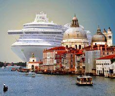 Громадный круизный лайнер MSC Magnifica длиной 293 метра заходит в порт Венеции - Путешествуем вместе