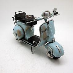 ブリキのおもちゃバイク ベスパ(Vespa)スクーター/ライトブルー(Lサイズ)