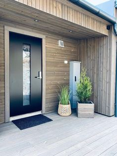 Ytterdøra ble prikken over i-en på hytta - Byggmakker Garden Landscaping, Garden Ideas, Garage Doors, Landscape, Architecture, Outdoor Decor, Gardening, Home Decor, Modern