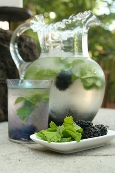 Blackbery Mint Infused water- DIY Fruit Infused Water Recipes for Weight Loss Refreshing Drinks, Summer Drinks, Fun Drinks, Healthy Drinks, Healthy Eating, Healthy Recipes, Healthy Nutrition, Drink Recipes, Healthy Detox