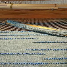 A sneak peek of the rug on the loom. I cut it down a couple of hours ago and now it needs to rest for a bit before I get started on tidying up any loose ends and hemming it. . . #handwovenrug #handvävdmatta #handgewovenvloerkleed #ontheloom #weavingwithhandspun #woolrug #ullmatta #texturedrug #madetoorderrug #scandinavianrug #handgewebterteppich #handmadeinsweden #weaversofinstagram #weaving #väva #weven #weben #hantverk #textilhantverk #slowtextiles #hannieshantverk