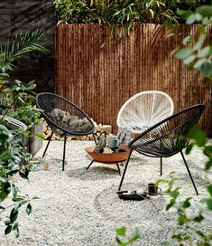 Stylish Acapulco Chairs Design Ideas For Relaxing Everytime Garden Chairs, Garden Furniture, Backyard Patio, Backyard Landscaping, Acapulco Chair, Balkon Design, Outdoor Chairs, Outdoor Decor, Dream Garden
