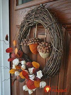 Ein bunter Herbstkranz ist ein Muss in der Herbstdeko A colorful autumn wreath is a must in the fall decoration The post A colorful autumn wreath is a must in the fall decoration appeared first on Lori Fairman. Diy Fall Wreath, Autumn Wreaths, Wreath Crafts, Diy Crafts, Wreath Ideas, Holiday Wreaths, Diy Autumn Crafts, Primitive Fall Crafts, Primitive Snowmen
