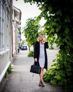 Norweigan blogger Caroline Berg Eriksen with the beautiful Caroline bag!