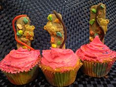 Rock Climbing Cupcakes -vanilla wafers covered in frosting w licorice 'rope' & Lucky Charms marshmallow 'rocks'-don't forget the Teddy Grahams Lucky Charms Marshmallows, Teddy Grahams, Rock Climbing, Frosting, Don't Forget, Vanilla, Rocks, Cupcakes, Desserts