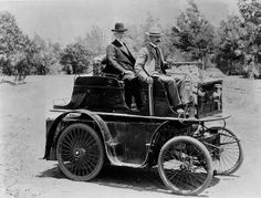 First automobile in Los Angeles, built by J. Philip Erie, the driver, a resident of Los Angeles at the time. Los Angeles Mayor William H. Workman is in the rear seat, 1897 PIN Old Pictures, Old Photos, Vintage Cars, Antique Cars, Vintage Trains, Vintage Iron, Retro Vintage, Automobile, Vintage Photographs