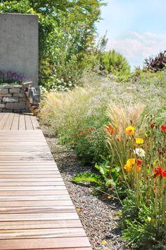 Referenz: Garten mit Holzdeck - PARC'S Gartengestaltung