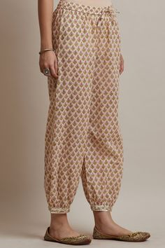 Be festive-season ready with the Gulzar Heer Izhaar Pants. with a fluent small buti pattern all over, the eloquent gota work only adds to its allure. Fashion Wear, Fashion Pants, Women's Fashion Dresses, Kurta Designs Women, Salwar Designs, Gharara Designs, Indian Designer Suits, Designer Wear, Salwar Pants