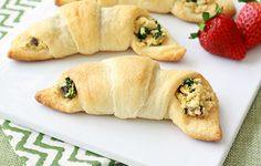 Veggie Scramble Crescent Puffs! A quick hand held breakfast that's easy and healthy! Woot woot!