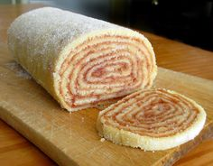 The day I was featured on a magazine – Guava Roll Cake (Bolo de Rolo) - Trend Cake Toppings 2019 Food Cakes, Guava Cake, Gelatin Recipes, Log Cake, Cake Toppings, Food Humor, Fancy Cakes, Sweet Bread, Just Desserts