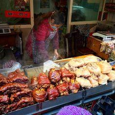 #oldtown #qibao #shanghai #china #streetmarket #pork #haxe #haxen #chinesische #foodie by yakuzer #haxenhaus #people #food