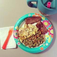 Super exciting breakfast  2 strips turkey bacon // 45g egg // 45g egg whites // 98g Trader Joe multigrain blend with veggies 258 calories 24c/10f/24p plus one full Bubba of water  #skinnymegfood #iifym #iifymgirls #foodprep