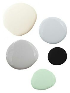 Colot palette : cream, blue gray, gray, black, mint