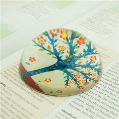 80mm Glass Ball Paper Weights/Glass Paperweights with Flowers&Trees  This colorful glass paperweights is in a fashion look. The back is finished with a water resistant sealer for durability.
