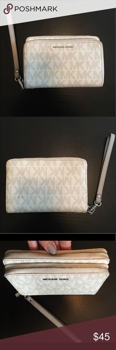 "Gorgeous Michael Kors Vanilla Monogram wallet. Gorgeous Michael Kors Vanilla Monogram wallet Wristlet, inside code AV-1508, Vanilla MK monogram vinyl, gray leather strap, gray inside, silver hardware. 5""x7""x1.5"" Good condition, no flaws, some stains on the zipper and a spot on the back. Please read the description well, So I do not have to get any returns. -No holds.  -No trades. -No more discounts for this bag, It is not easy to find good prices for reselling, do not ask for lower prices…"