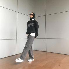 Modest Fashion Hijab, Modern Hijab Fashion, Street Hijab Fashion, Modesty Fashion, Casual Hijab Outfit, Hijab Fashion Inspiration, Ootd Hijab, Mode Ootd, Foto Instagram