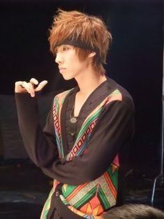 lee joon hahaha he looks so bored XD