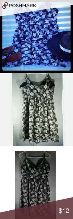 Old Navy sundress Brushed cotton black and white floral print sundress hem rests right below knee Old  Navy Dresses Midi