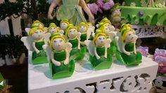 Docinho personalizado com o tema Sininho Tinker Bell e modelado em pasta americana.  Festa realizada no Miniland buffet