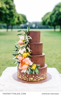 Chocolate Wedding Cake With Floral Detail   www.foreverly.de