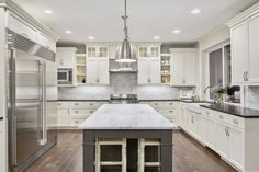 kitchen-with-lowhanging-bulb.jpg 506×338 pixels