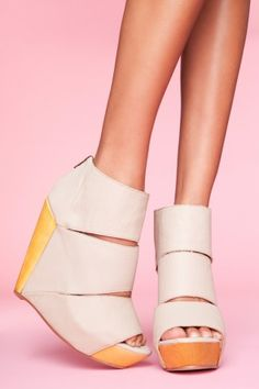 Messeca Sliced Platform Wedge - Nude